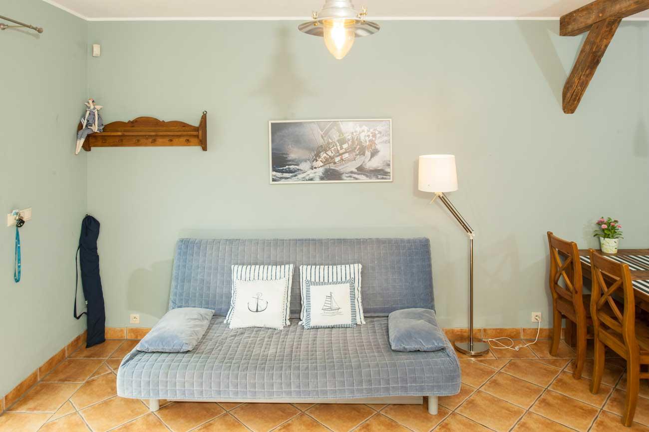 Widok na sofę w Apartamencie Muszelka , do wynajęcia