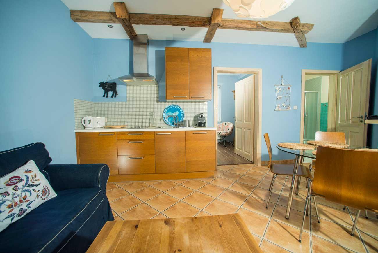 Aneks kuchenny i jadalnia w Apartamencie Pirania , w Pensjonacie Villamare w Kołobrzegu