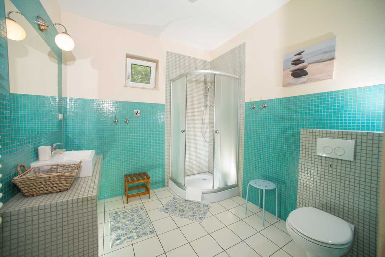 Łazienka w marynistycznym Apartamencie Pirania , nad morzem