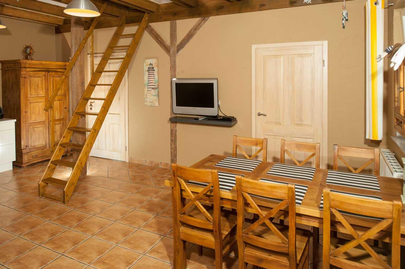 Tani apartament Róża Wiatrów widok na wnętrze pokoju , w Pensjonacie Villamare w Kołobrzegu