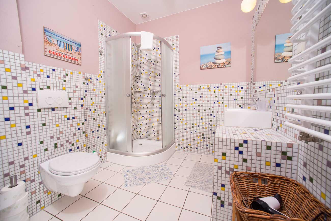 Łazienka w Apartamencie Róża Wiatrów , w Pensjonacie Villamare w Kołobrzegu