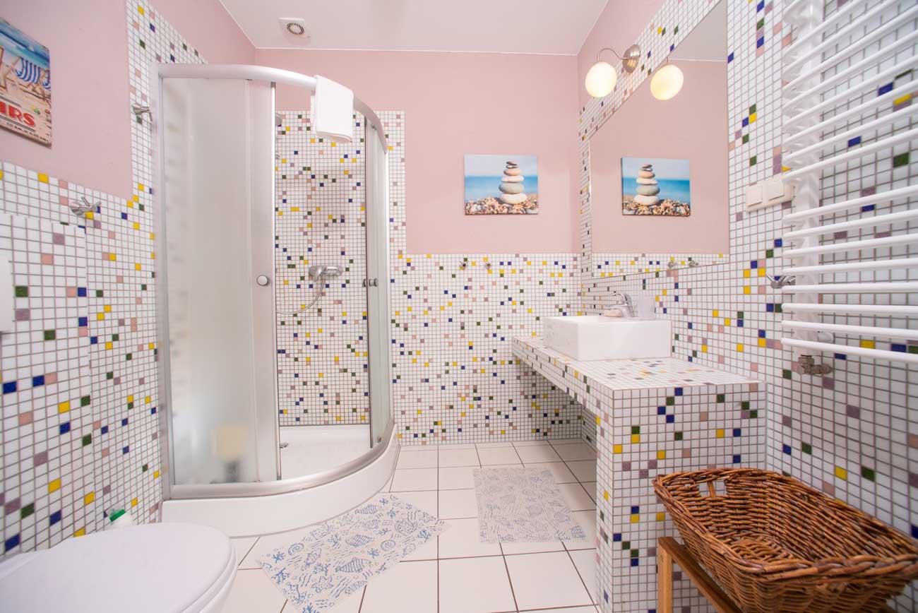 Kabina prysznicowa w Apartamencie Róża Wiatrów