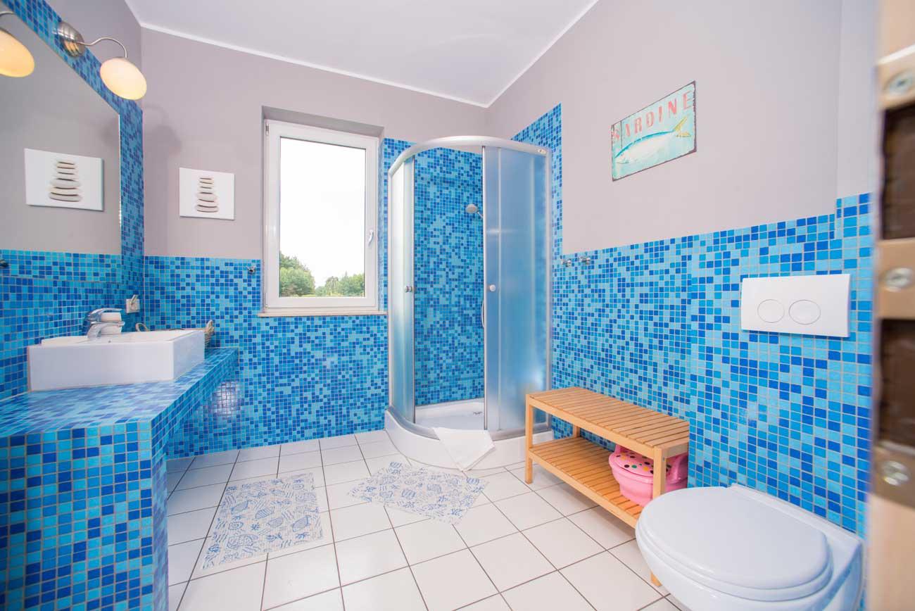 Tani apartament Toskański , nad morzem łazienka , w Pensjonacie Villamare w Kołobrzegu