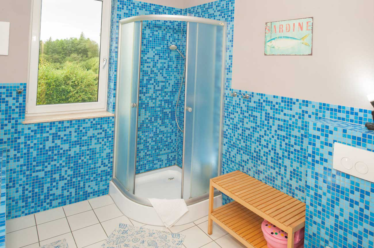 Tani apartament Toskański kabina prysznicowa