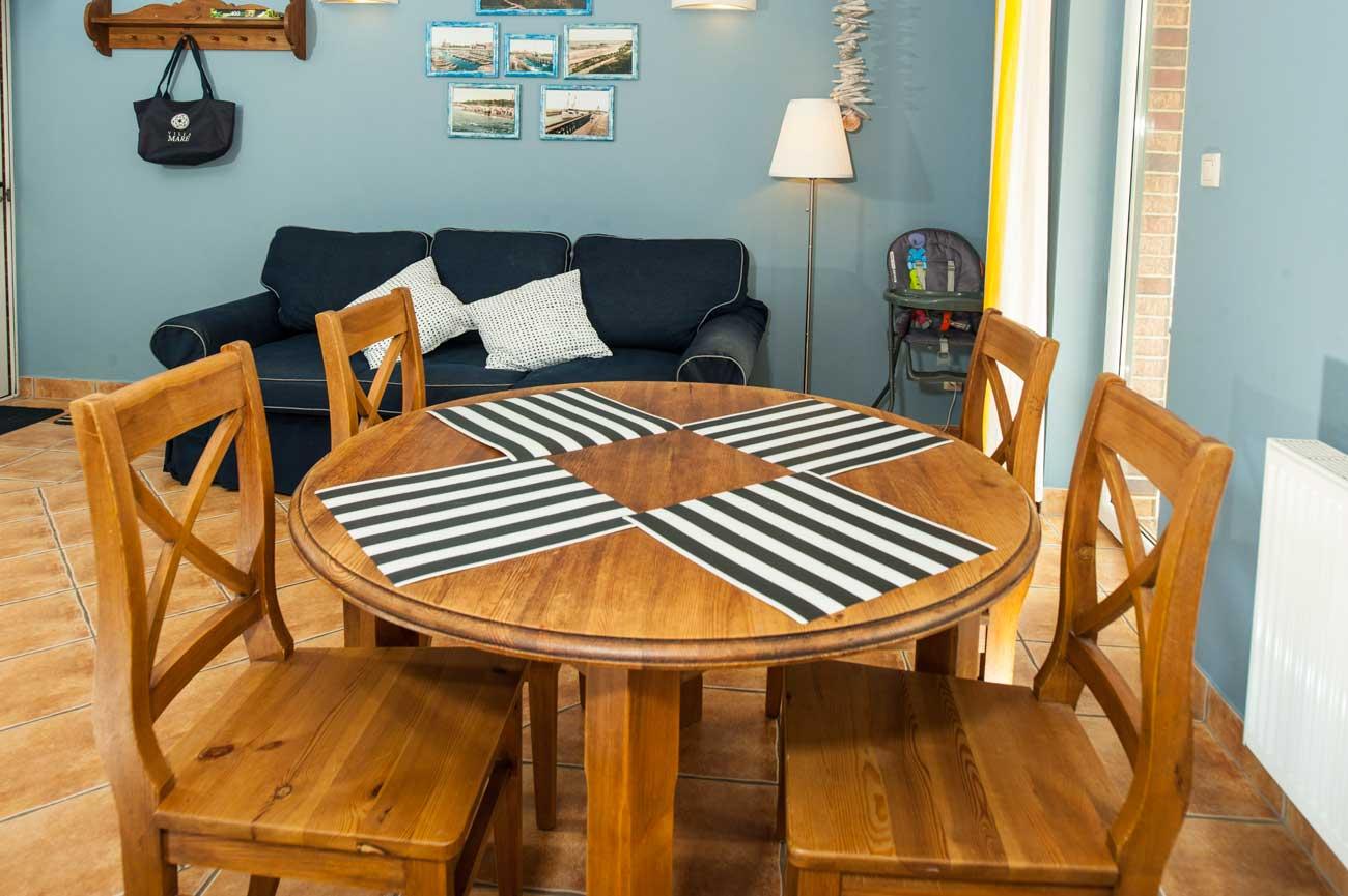 Stół i sofa w Apartamencie Toskańskim , do wynajęcia